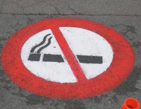 Interdiction de fumer devant les écoles