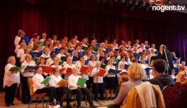 Concert des Chants Boul'tout 200 choristes au Château des Rochers